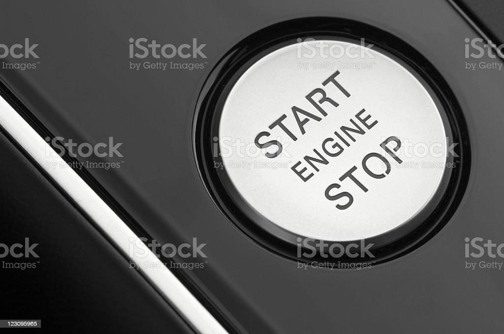 macro fotografía de un coche motor botón de encendido - foto de stock