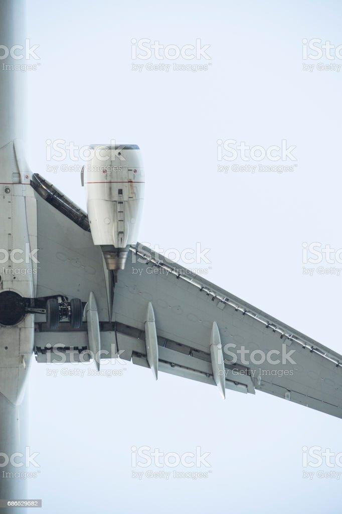 Närbild bild av flygplan vingen. royaltyfri bildbanksbilder