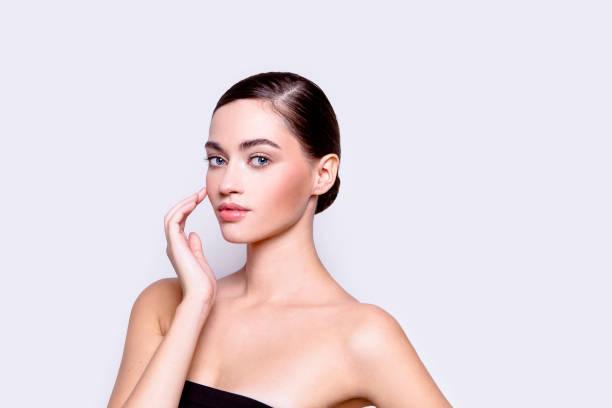 close-up portret mooie jonge vrouw beauty cosmetica gezondheidszorg concept - rouge stockfoto's en -beelden