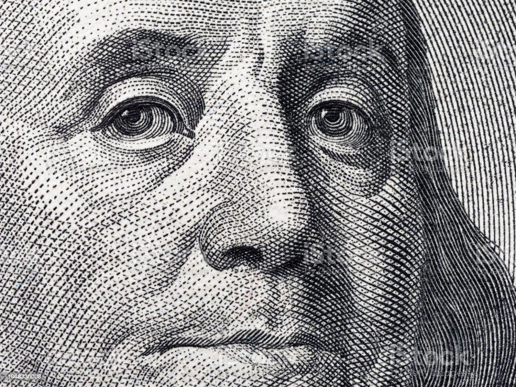 Closeup retrato Benjamin Franklin em 100 e.u. dólar - foto de acervo