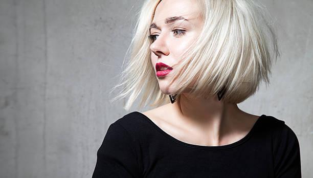Nahaufnahme Porträt von eine schöne blond mit roten Lippen – Foto