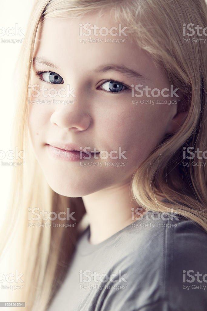 Nahaufnahme Porträt Einer Niedlichen 11 Jahre Altes Mädchen Stock ...
