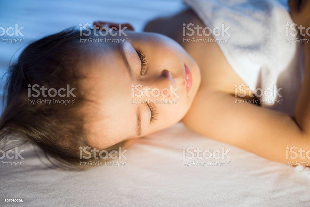 De Adorable Droit Photo Portrait Fille Plan Bébé Libre Gros nPOk0w