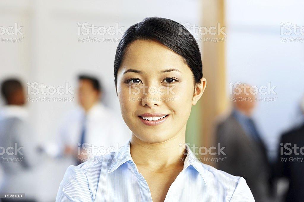 Retrato de primer plano de atractiva mujer de negocios Sonriendo foto de stock libre de derechos