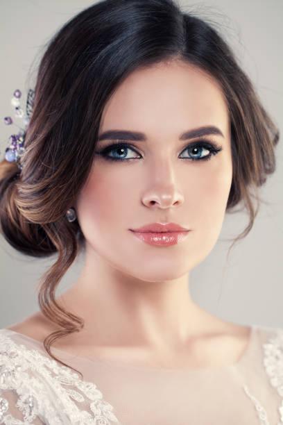 closeup portrait schöne braut mode brautkleid mit luxus make-up und frisur, studio foto tragen. junge attraktive modell - festliche kleider kindermode stock-fotos und bilder