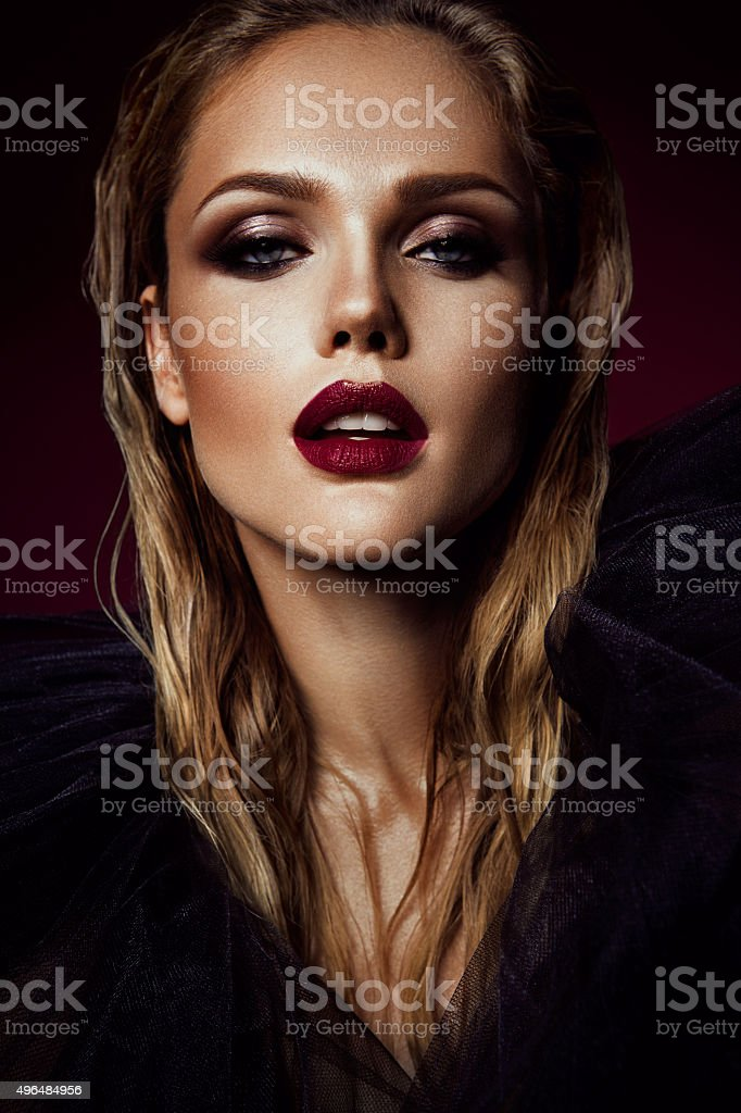 Close-up portrait der schönen Frau mit hellen make-up – Foto