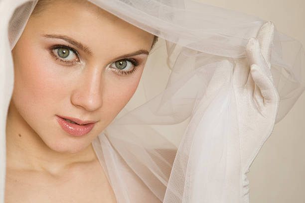 close-up portrait von bride.xl - hochzeitskleid xl stock-fotos und bilder