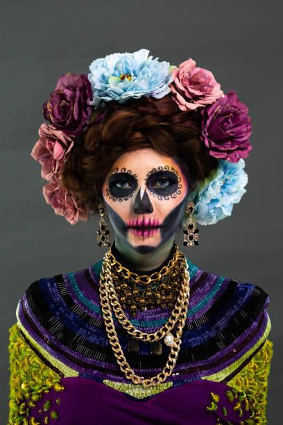 Nahaufnahme Porträt von weiblichen Modell mit einem Zucker Schädel Make-up – Foto