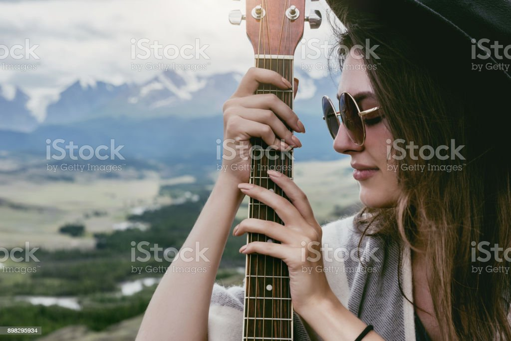 Closeup retrato de Dama con guitarra - foto de stock