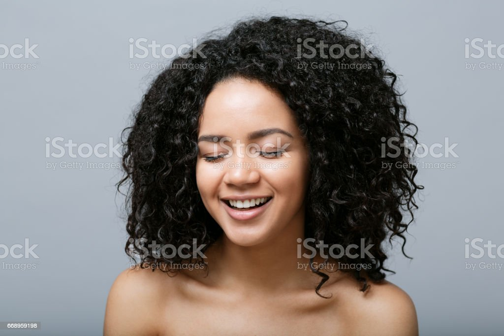 Close-up portrait of smiling young woman foto stock royalty-free