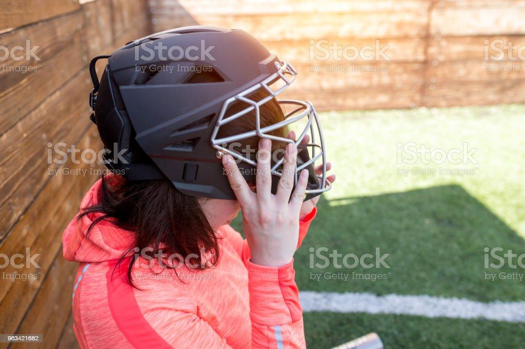 Closeup portrait of woman in american football helmet - Zbiór zdjęć royalty-free (Aktywność sportowa)