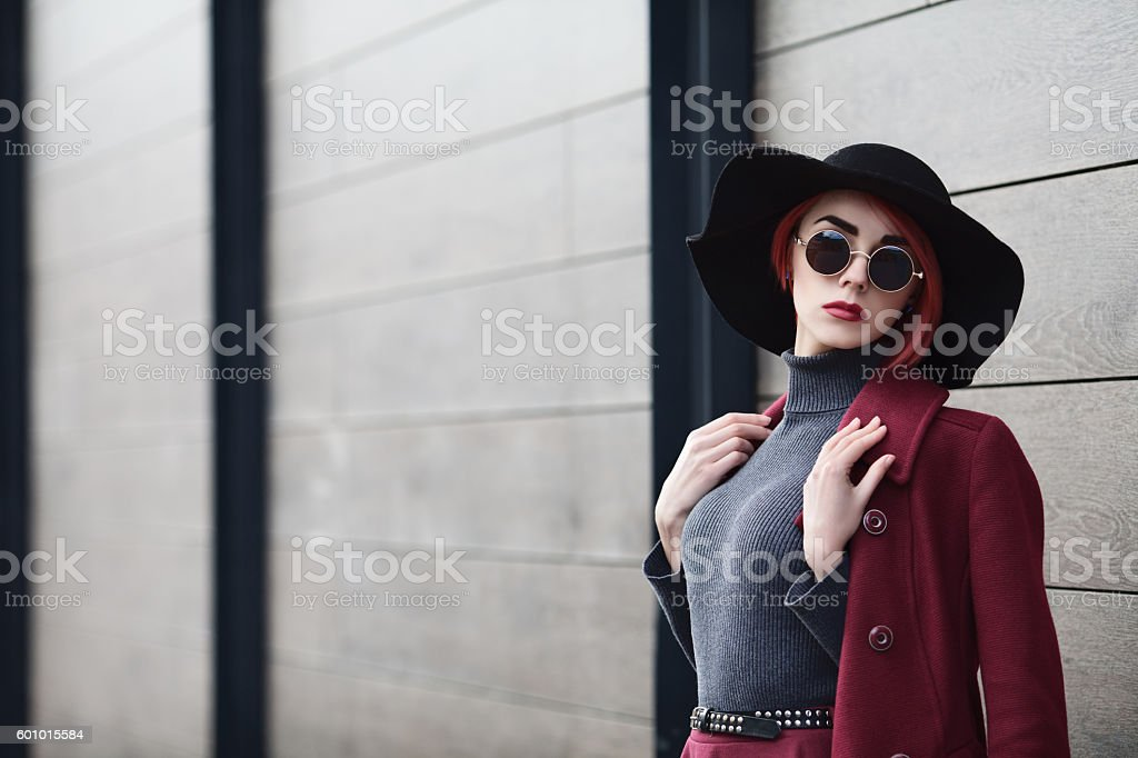 Closeup portrait of young beautiful fashionable woman with sunglasses. Lady – Foto