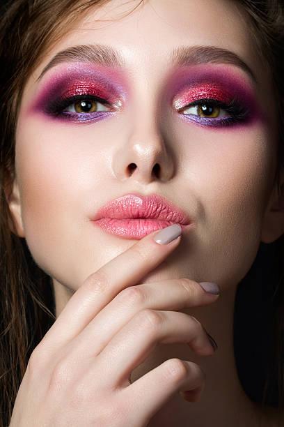 closeup portrait of young beautiful woman - 舞台化妝 個照片及圖片檔
