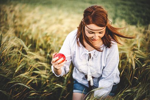 年輕女子特寫畫像 照片檔及更多 一個人 照片