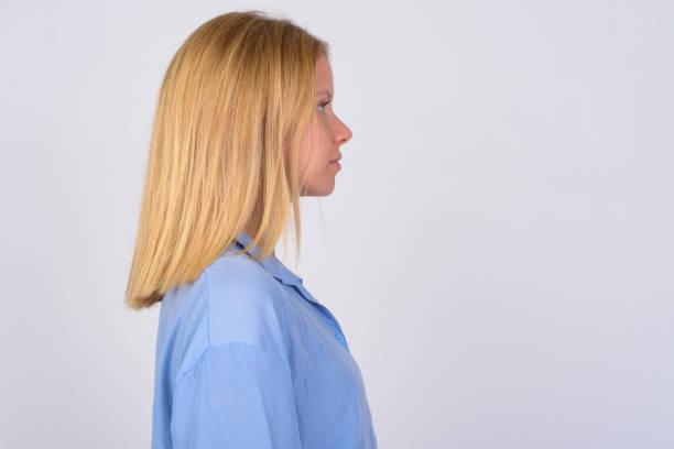 nahaufnahme profilansicht der jungen schönen frau mit blonden haaren - blusenkleid stock-fotos und bilder