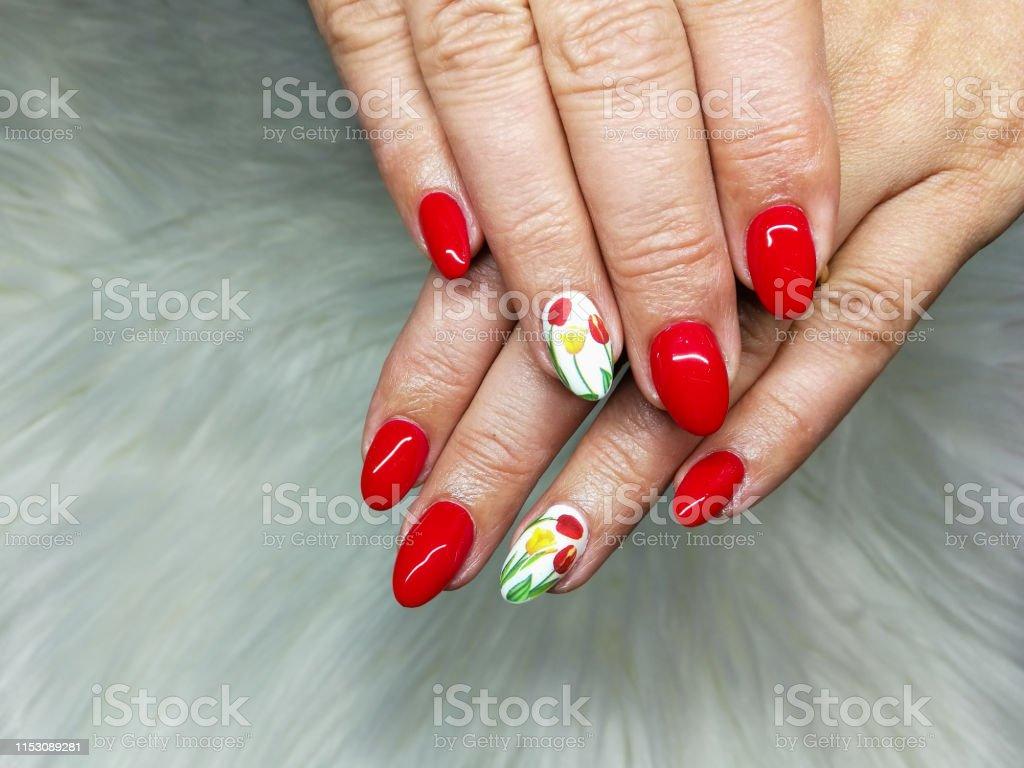 Closeup Gel Rojo Y Blanco Pintado Uñas Manicura En Fondo De