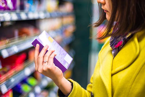 Nahaufnahme der Auswahl von Waren im Supermarkt – Foto