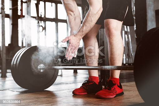 944655208 istock photo Close-up shot of an athlete who is lifting the barbell 952835864