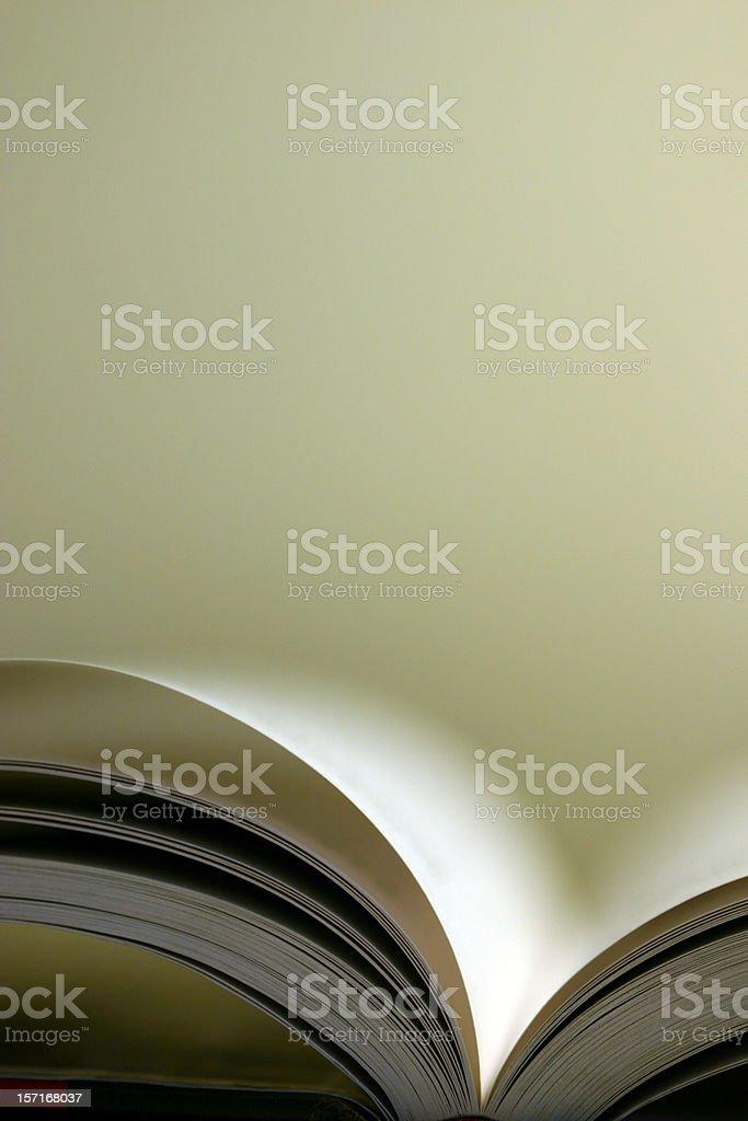 Close-up Schuss von offenen Buch gegen Weißer Hintergrund Lizenzfreies stock-foto