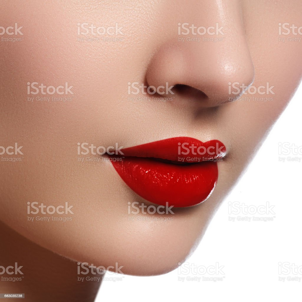 Close-up shot of woman lips with glossy red lipstick foto de stock royalty-free