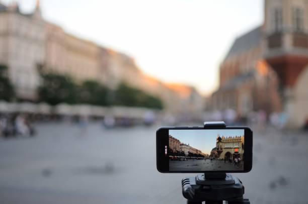 close-up smartphone take cityscape photo and video timelapse on tripod. - statyw zdjęcia i obrazy z banku zdjęć