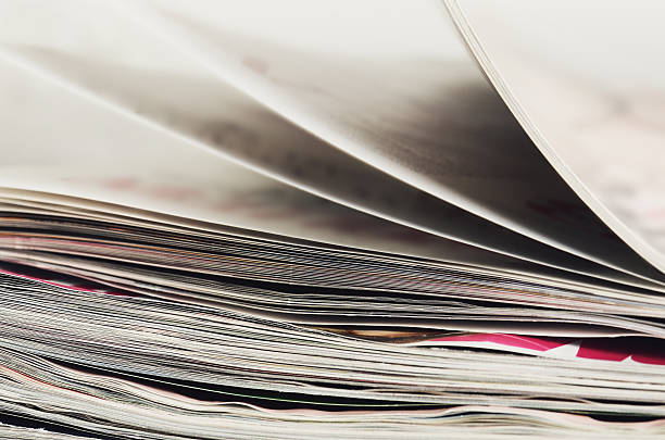 close-up stack of magazines to turn pages – Foto