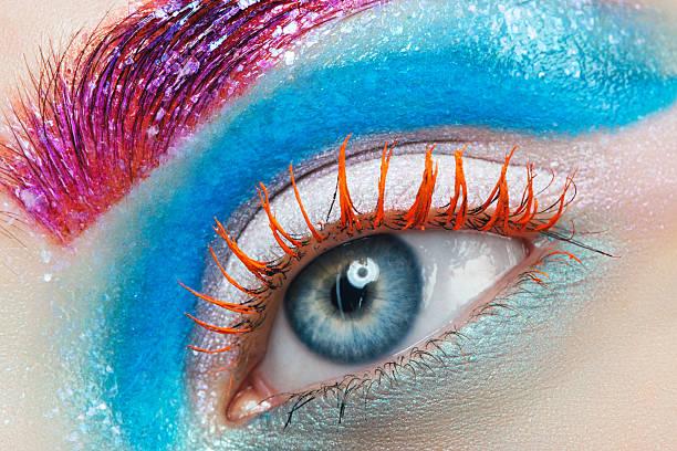 nahaufnahme studio-aufnahme von frau auge - blaues augen make up stock-fotos und bilder