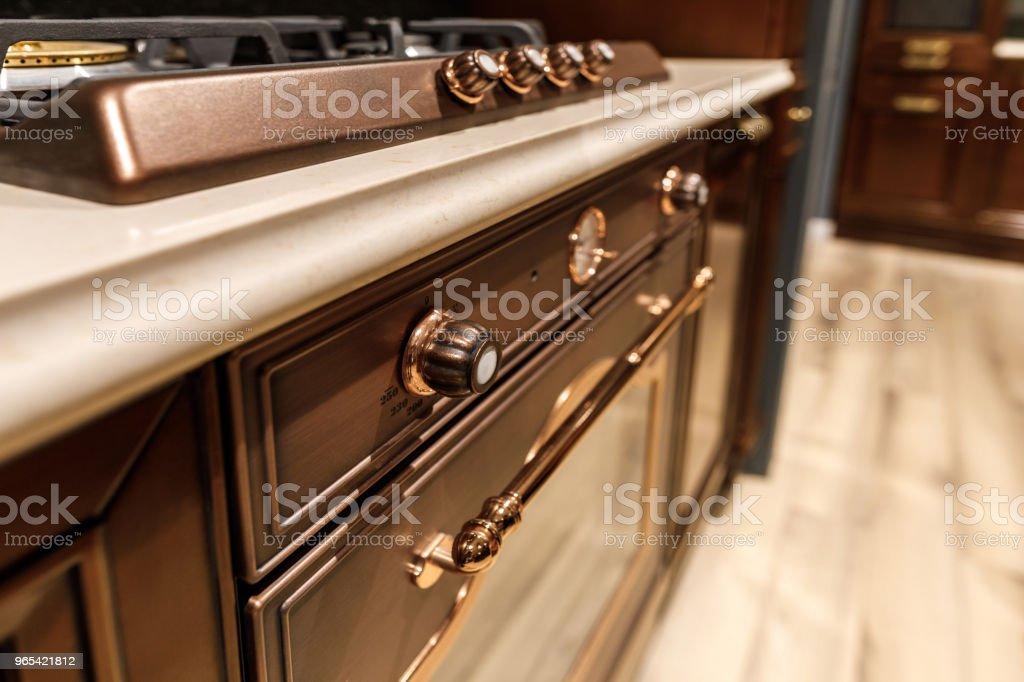 Close-up vie de fogão e forno na cozinha renovada - Foto de stock de Artigo de decoração royalty-free
