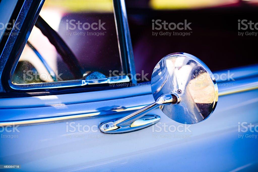 Close-Up vista de 1950 Vintage Automobile espelho lateral - foto de acervo