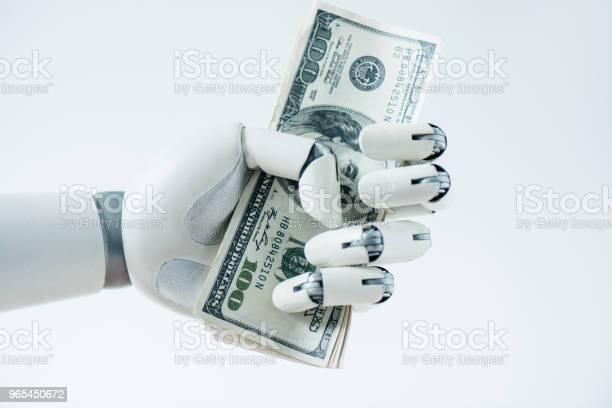 흰색 절연 달러 지폐를 들고 로봇의 근접 보기 0명에 대한 스톡 사진 및 기타 이미지