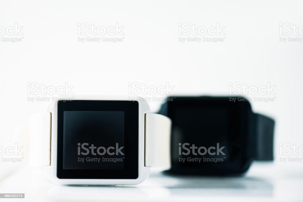 회색에 검은 화면으로 smartwatches의 근접 보기 - 로열티 프리 0명 스톡 사진