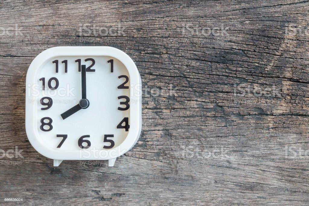 Blanc closeup horloge pour décorer à sur le vieux fond de