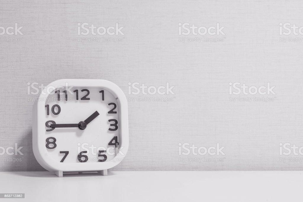 Closeup Beyaz Saati Icin Dekore Goster Bir Ceyrek Saat Ikide Veya