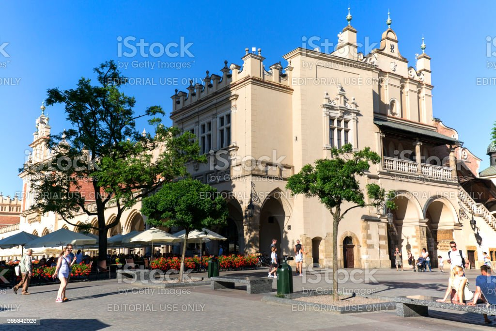 波蘭克拉科夫, 陽光明媚的一天, 主要市場廣場上的布館 - 免版稅中古時代圖庫照片