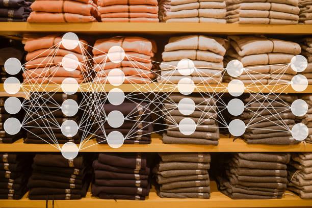 tuch auf dem markt mit neuron netzwerk verkauft - fleecepullover stock-fotos und bilder