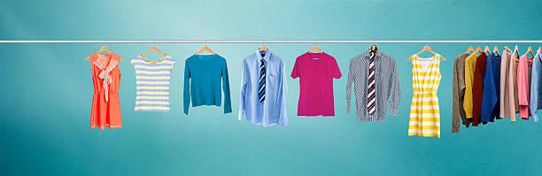 洋服にレール - 豊富 ストックフォトと画像