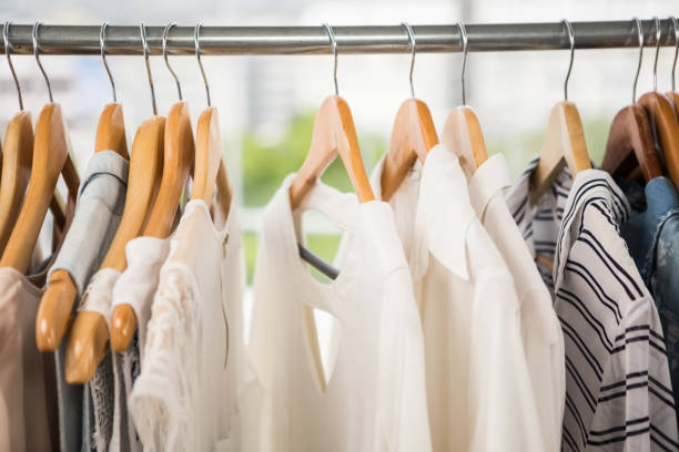 Clothes on clothes rail - foto de stock