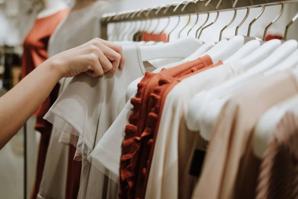sklep odzieżowy kostium dress fashion store styl koncepcja - odzież zdjęcia i obrazy z banku zdjęć