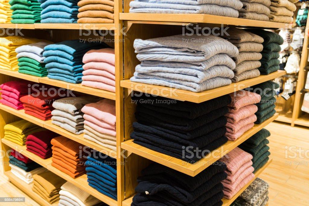 Kleidung-Show im Kaufhaus – Foto