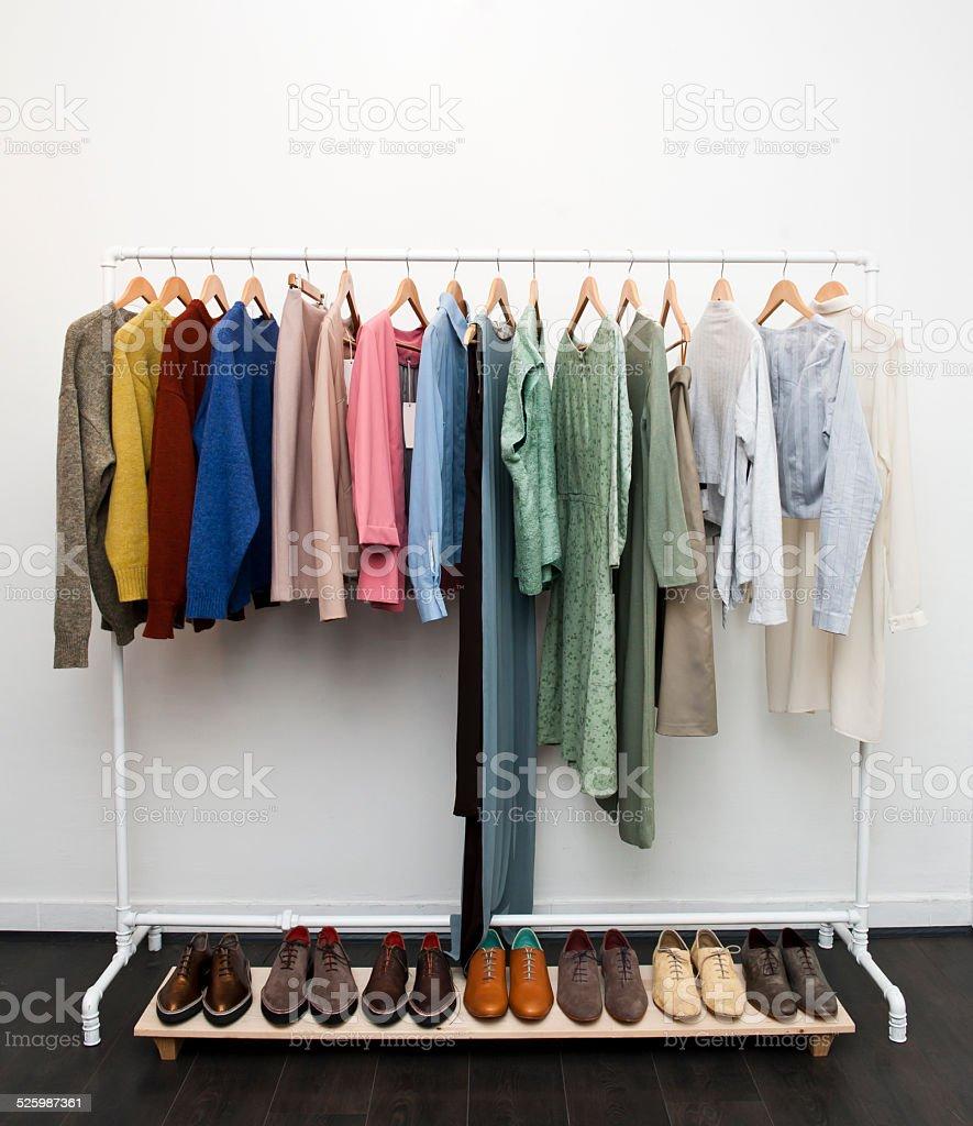 Ropa y calzado (Haga clic para obtener más información) - foto de stock