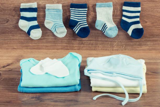 Kleidung für Neugeborene, Konzept der Erwartung für Baby – Foto
