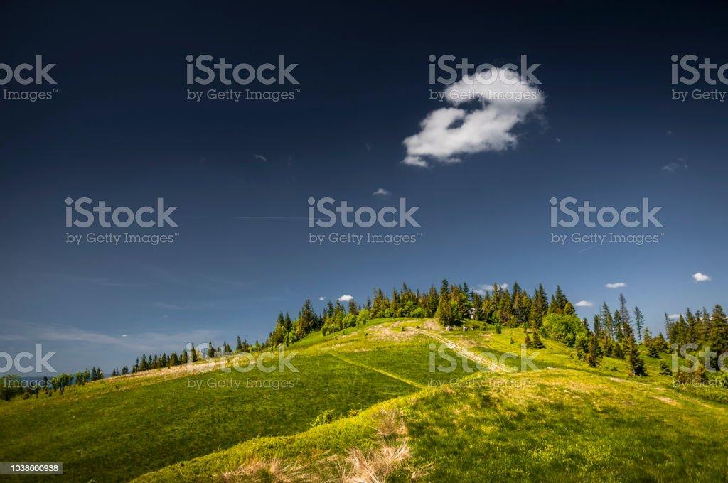 Cloud and hill – zdjęcie