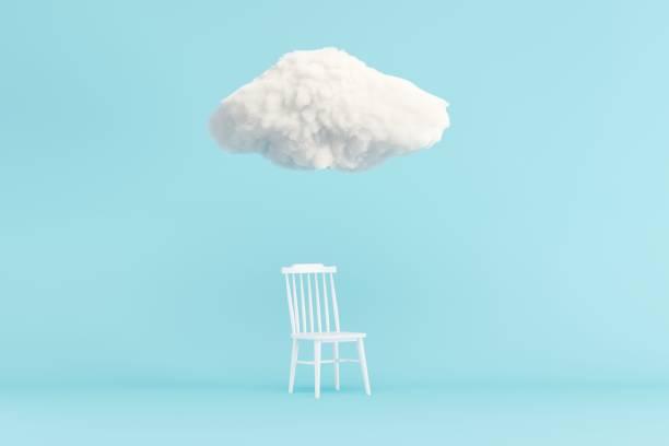 Wolke Schwebend über weißen Stuhl auf blauem Hintergrund. Minimales Ideenkonzept. 3D-Rendern. – Foto