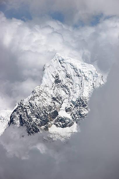 클라우드 지형 over 인공눈 회의, Himalaya 스톡 사진