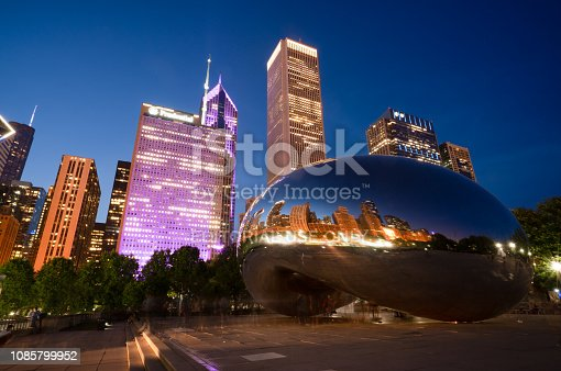 istock Cloud Gate Sculpture in Chicago, Illinois 1085799952