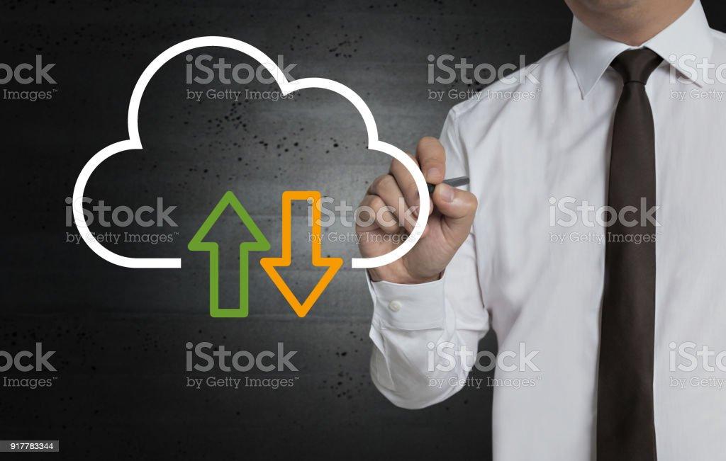 Cloud ist von dem Geschäftsmann auf dem Bildschirm gemalt. – Foto