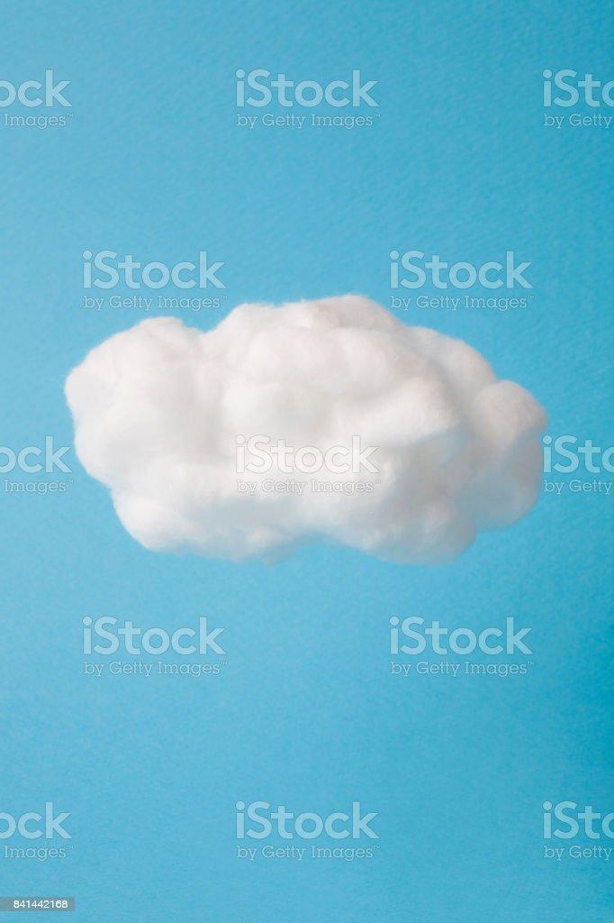 Nuage d'ouate sur fond bleu ciel photo libre de droits