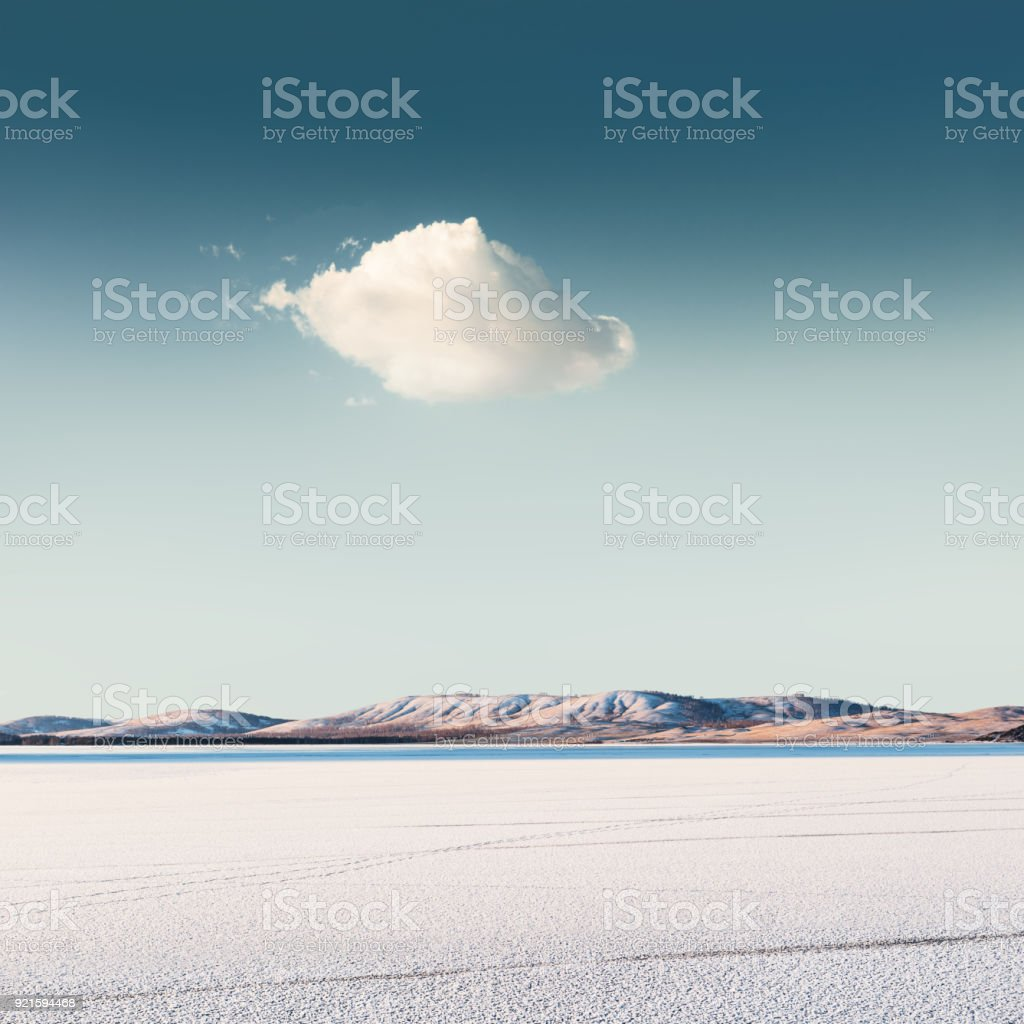Cloud over a frozen lake foto stock royalty-free