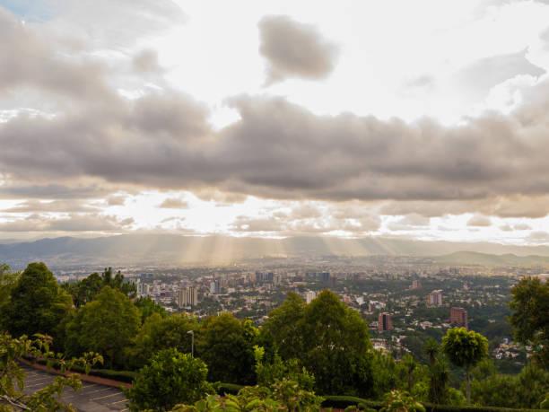 tag cloud-brigth, guatemala-stadt - guatemala stadt stock-fotos und bilder