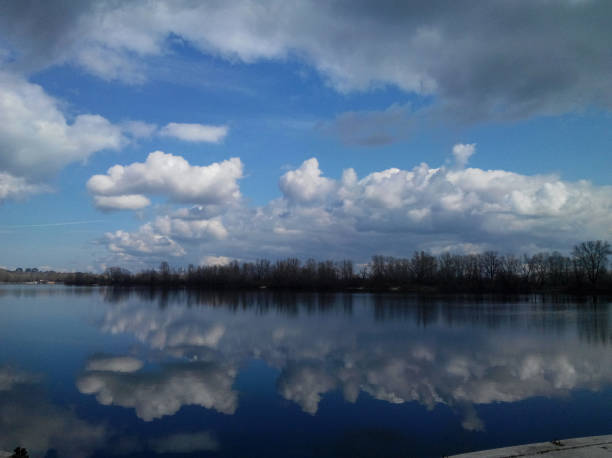 Clouds and reflection – Foto